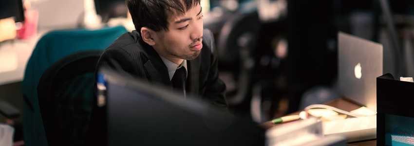 定時では到底終わらない業務量があるが、会社は残業を認めないのでやむを得ず持ち帰って仕事をしている。残業代を請求できる?