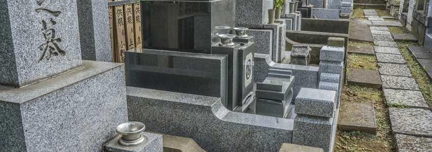 お墓は相続の対象? お寺に支払う費用は誰が負担すべき?