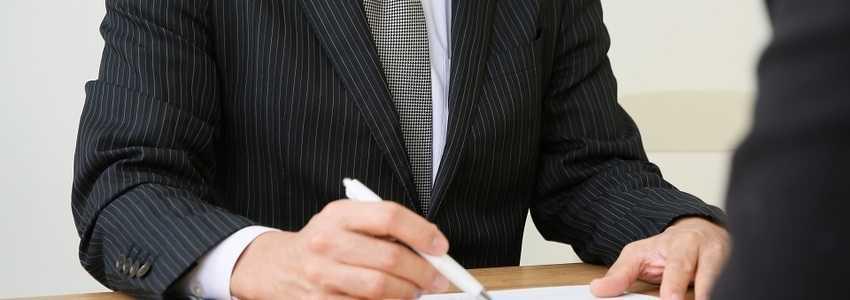 公正証書遺言とはどのようなものか?自筆証書遺言との比較と作成手続き