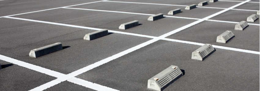 駐車場での事故はどんな扱いになる?過失割合は?